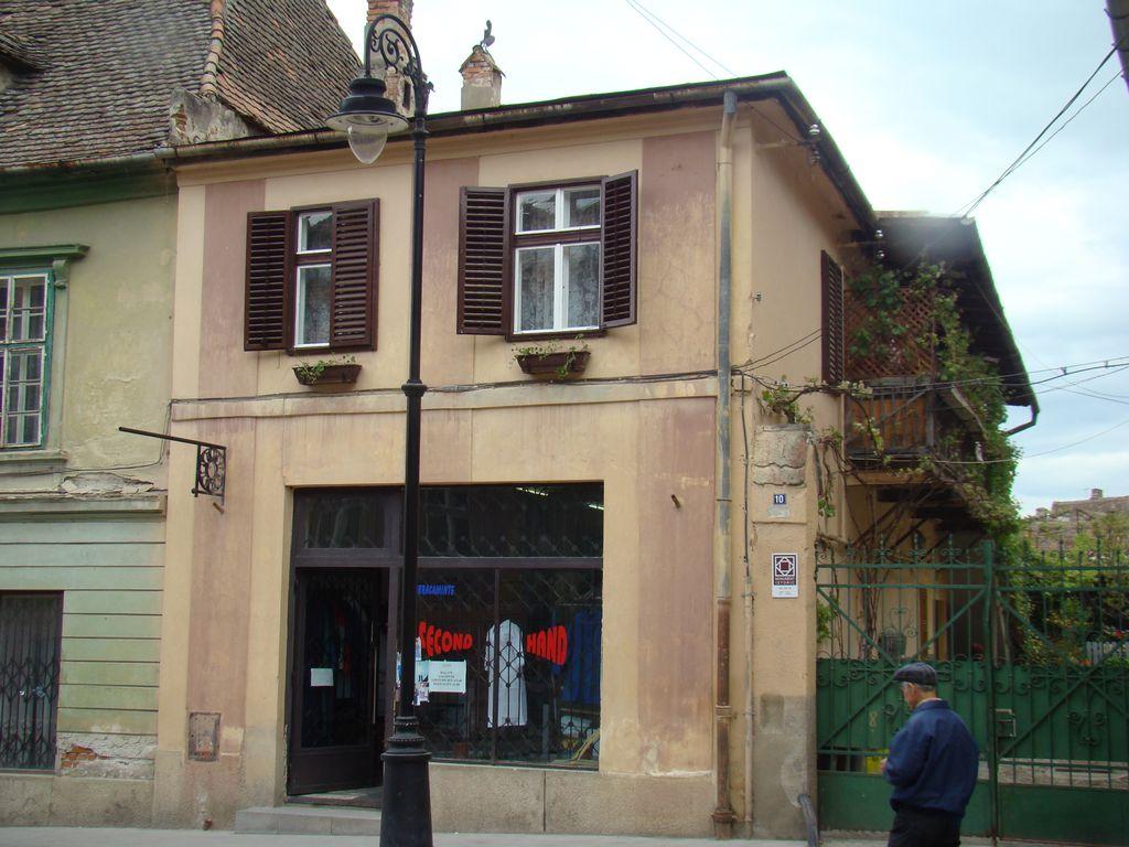 No. 10, Ocnei Street