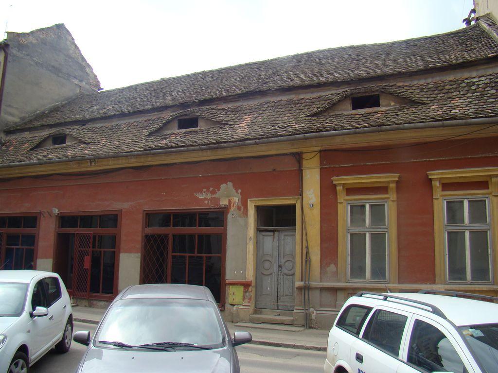 No.5, Tribunei Street