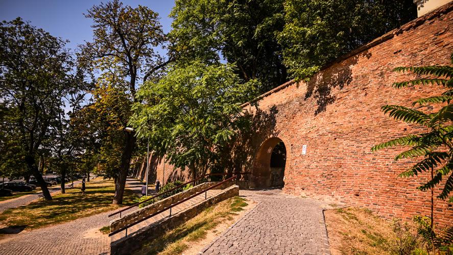Ziduri de apărare păstrate